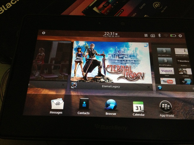 Playbook yang tetap garang tanpa nge-lag meski membuka tiga aplikasi sekaligus (memainkan video sekaligus membuka game dan browser)