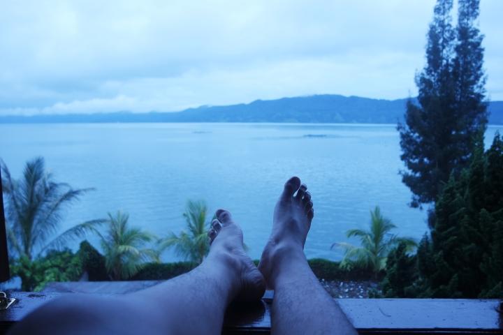 Tenangnya pemandangan Danau Toba dari Kamar (taken with NX30 )