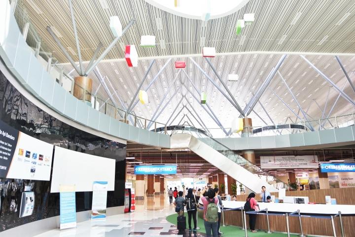 bagian ticketing nya keren ya. Teringat sama interior suatu gedung di singapore. Gedung apa coba?