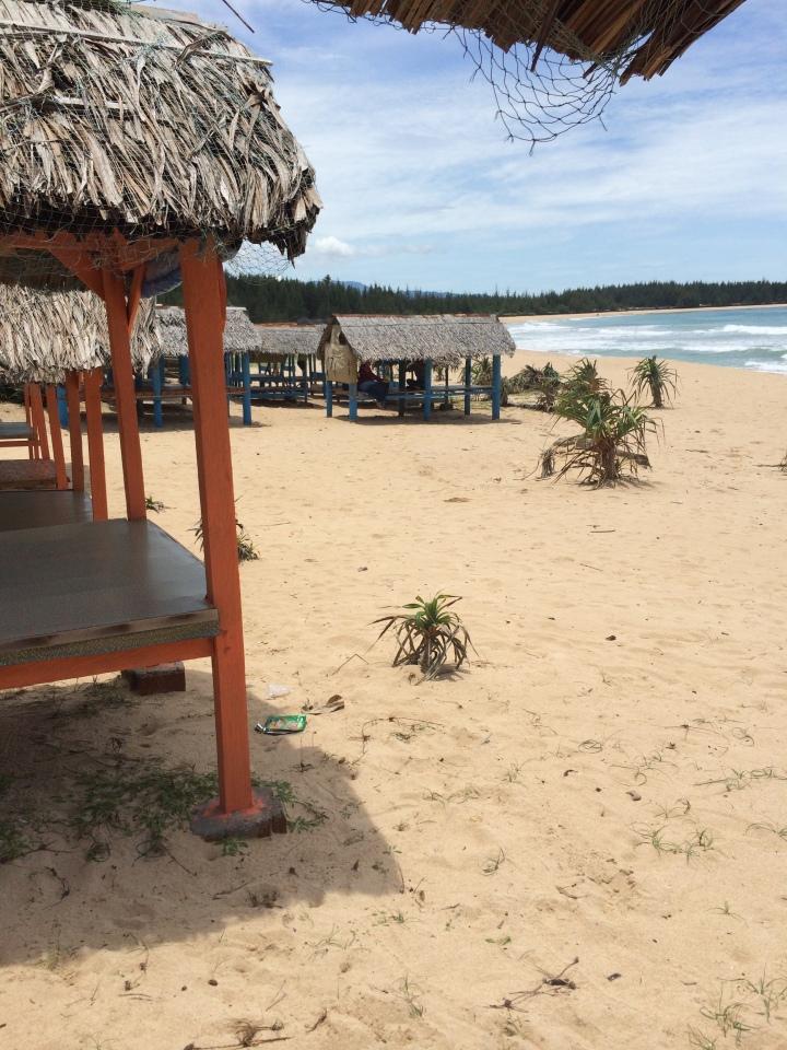 gazebo di tepi pantai