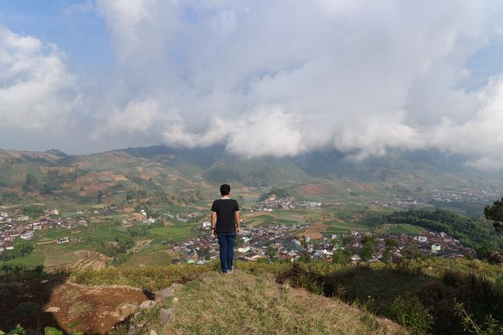 indahnya desa tinggi tieng dari gardu pandang