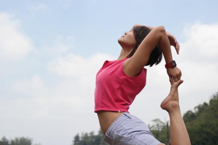 Eh ada momfit yang lagi yoga di jembatan plunyon !