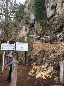 Ini dia tangga menuju ke gue pawon